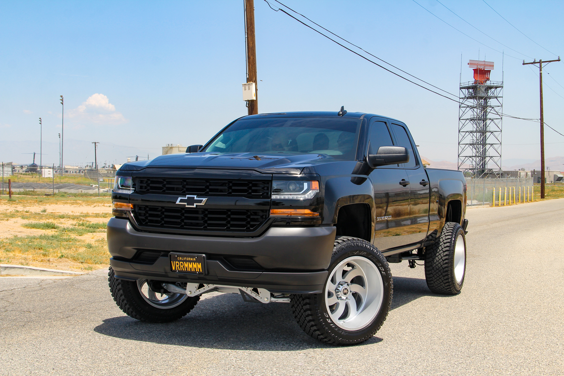 M07 Off-Road Monster Wheels on a Lifted Chevrolet Silverado